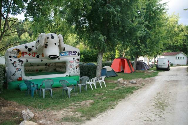 Jeu gonflable camping de Neguenou